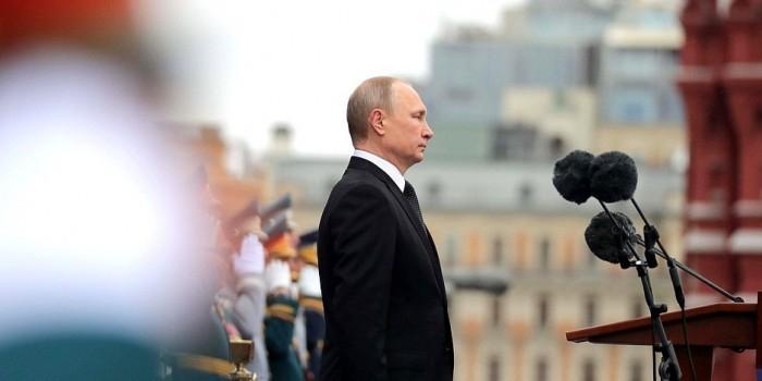 Владимир Путин обратился к участникам парада на Красной площади