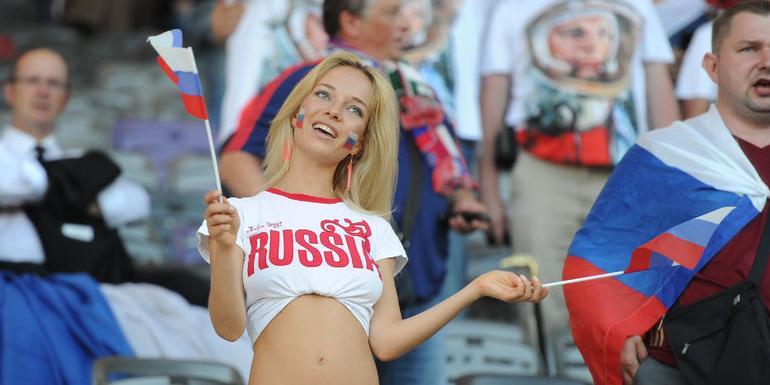 Британцев предупредили о планах Кремля использовать девушек для соблазнения футболистов
