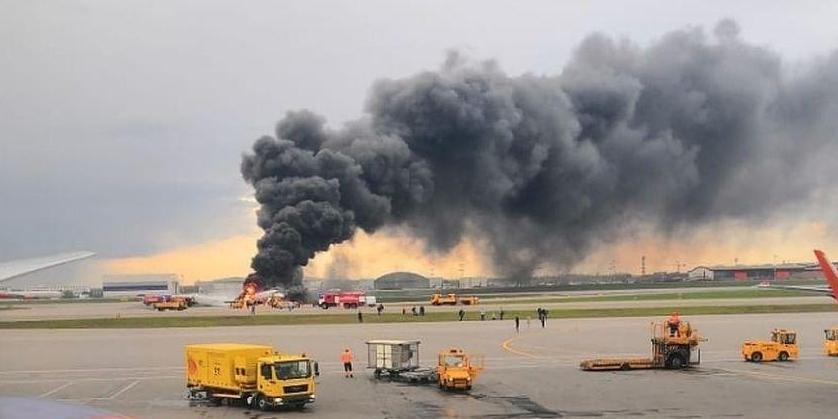 СК показал видео с места авиакатастрофы в Шереметьево и назвал версии ЧП