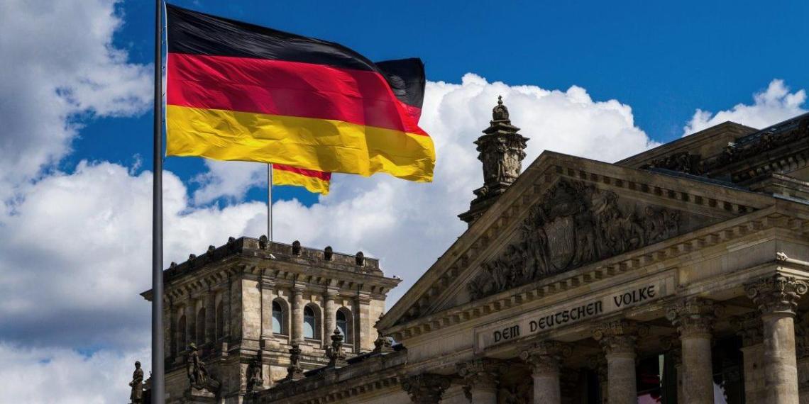 Крупнейшей экономике Европы предсказали обвал