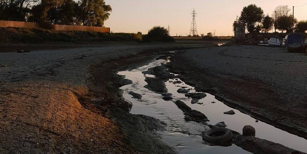 Река Кубань из-за небывалой засухи превратилась в ручеек