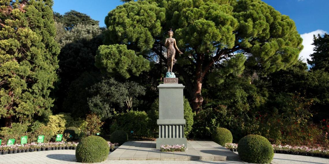 Суд обязал ялтинский ботанический сад заменить статую Флоры на бюст Ленина
