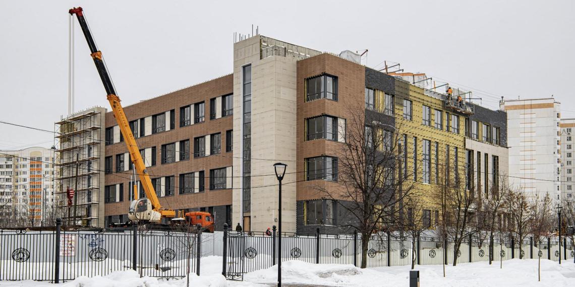 В ближайшие три года в Москве появятся около 100 новых школ и детских садов