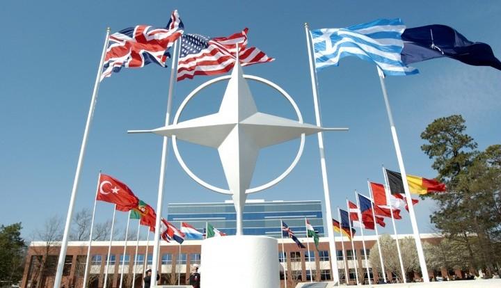 В НАТО вновь обвинили Россию в снабжении ополченцев современными танками