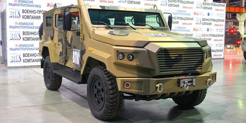 """В России могут создать """"отечественный Land Cruiser"""" на базе армейского броневика"""