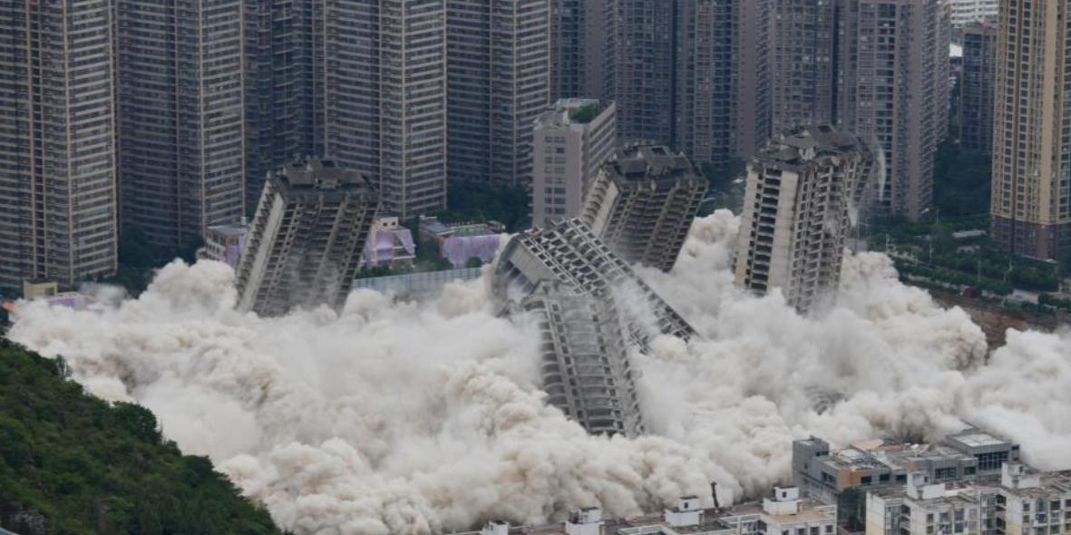 В Китае взорвали 15 недостроенных высоток. Одна устояла