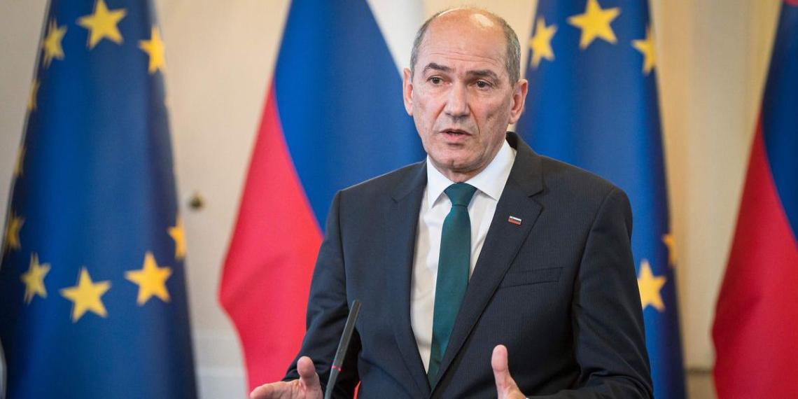 Премьер Словении потребовал от ЕС не пускать афганских беженцев