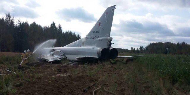 Появились фото разбившегося на авиабазе в Калужской области самолета Ту-22М3