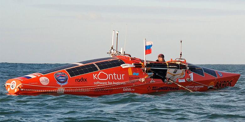 В Тихом океане перевернулась лодка Федора Конюхова