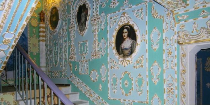 Киевлянин превратил свой подъезд в дворец 17-го века