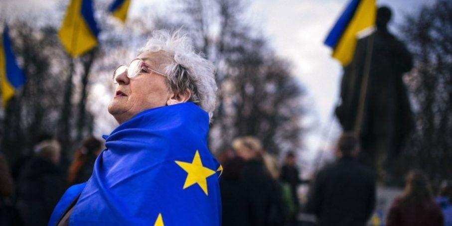 Большинство украинцев считают власть в стране зависимой от ЕС, МВФ и США