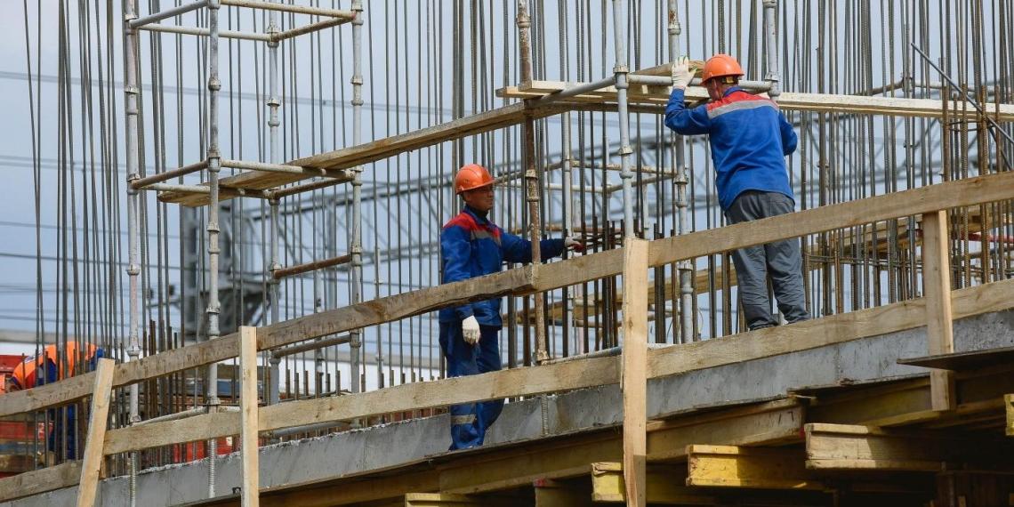 Власти предложили отправить неработающих пенсионеров на стройки