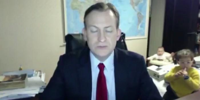 К эксперту BBC во время интервью ворвались в комнату дети и суетливая жена