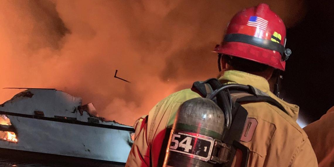 В Калифорнии 34 человека сгорели на борту судна