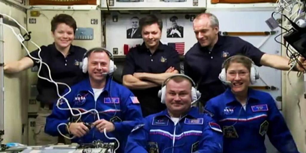 """Экипаж """"Союз МС-12"""" после стыковки перешел на МКС"""