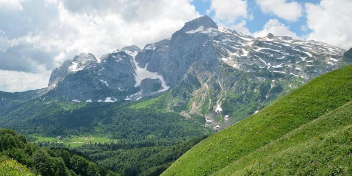 Группа туристов с восемью детьми пропала в горах в Сочи