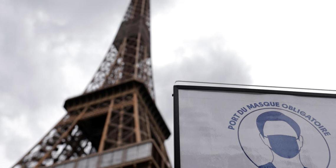 """Франция ввела """"санитарные пропуска"""" для посетителей музеев и кинотеатров"""