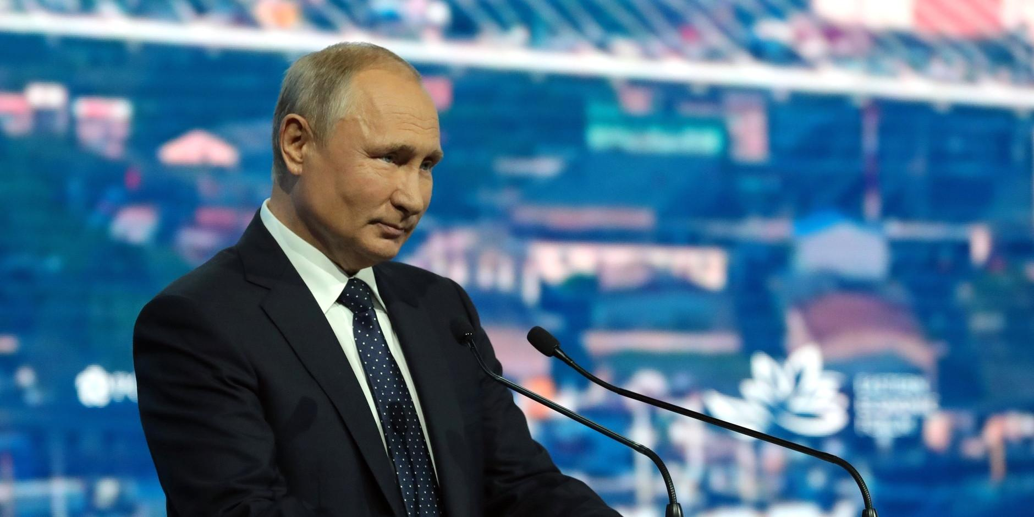 Путин предложил в два раза увеличить выплаты для врачей и учителей в ДФО