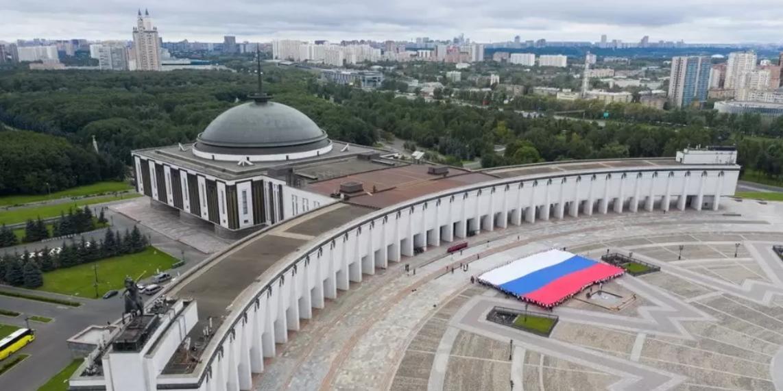 В России отметили День флага