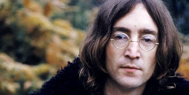 Прядь волос Джона Леннона продали на аукционе за $35 тысяч