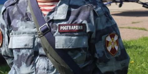 Росгвардейцы подарили школьные рюкзаки и учебные принадлежности детям из семей, пострадавших от паводка в Иркутской области