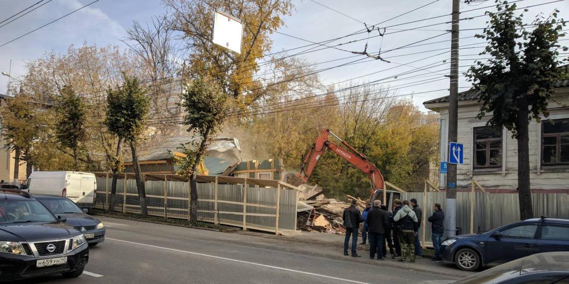 В Калуге снесли отремонтированный волонтерами старинный деревянный дом