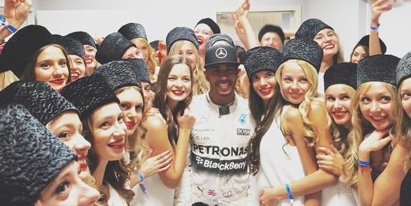 """15 фото самых красивых девушек Гран-при """"Формулы 1"""" в Сочи"""