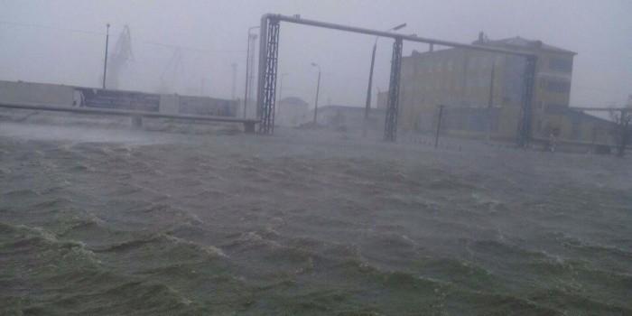 На Сахалин обрушился мощный циклон