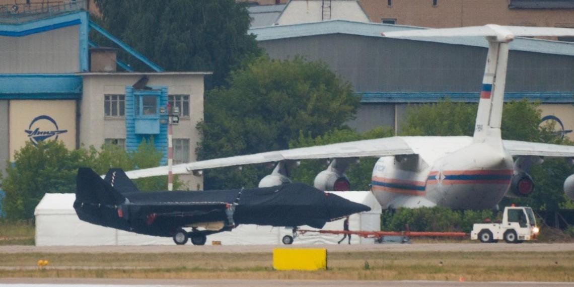 Ростех показал фото новейшего истребителя для МАКС-2021