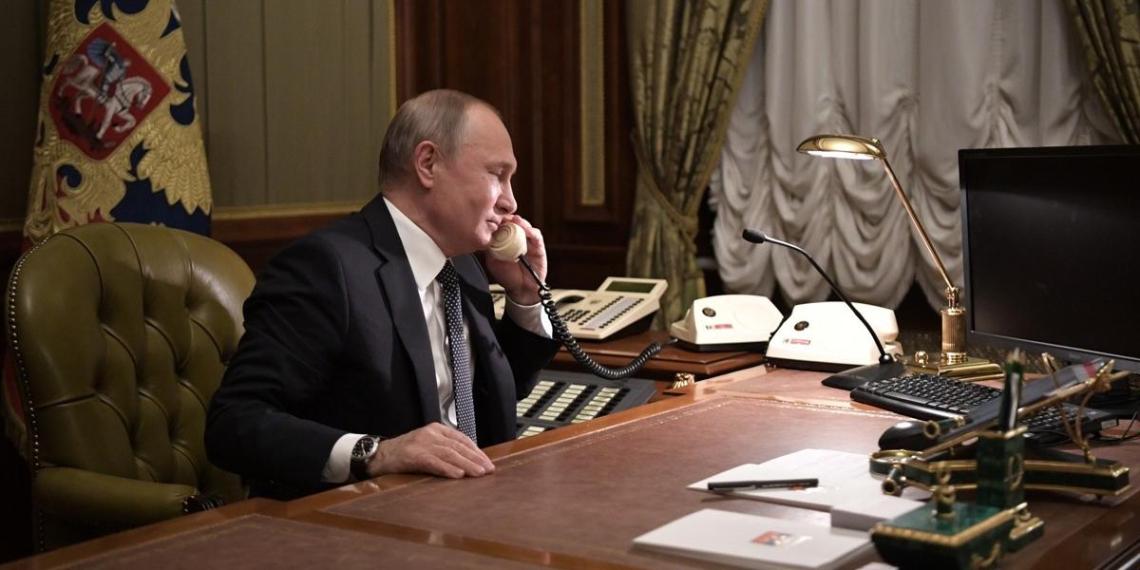 Путин и Меркель обсудили провокации Киева в Донбассе