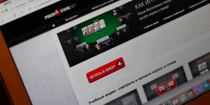 Чиновник из Томской области проиграл зарплату своих коллег в онлайн-покер