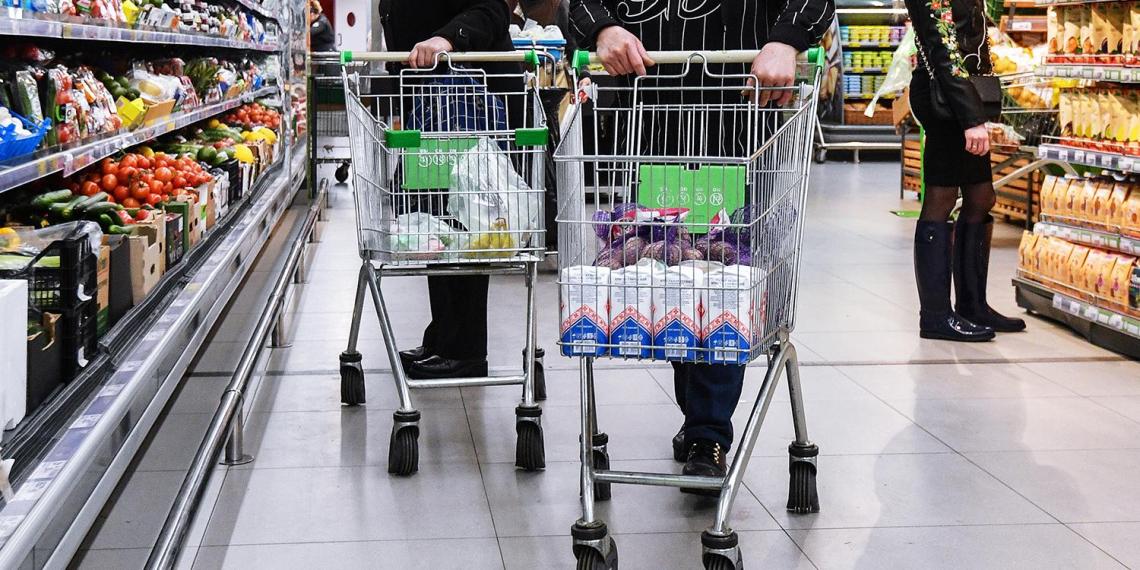 В России вводят постоянный мониторинг цен на потребительские товары и услуги