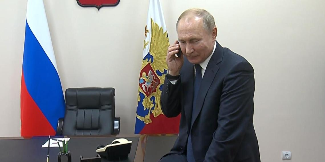 """Путин поговорил по телефону с мальчиком, посетившим Красную Поляну благодаря проекту """"Елка желаний"""""""
