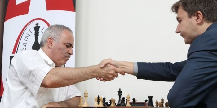 Каспаров и Карякин сыграли вничью на шахматном турнире в США