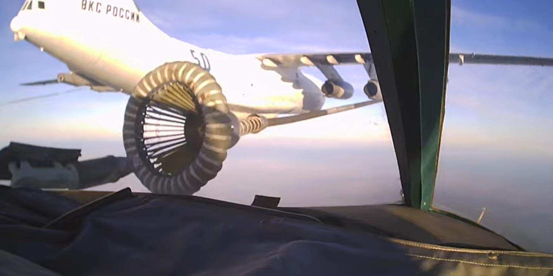 Дозаправку Су-34 в воздухе показали из кабины пилота