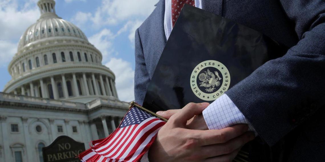 """Китай угрожает США """"болезненными контрмерами"""" в ответ на санкции"""
