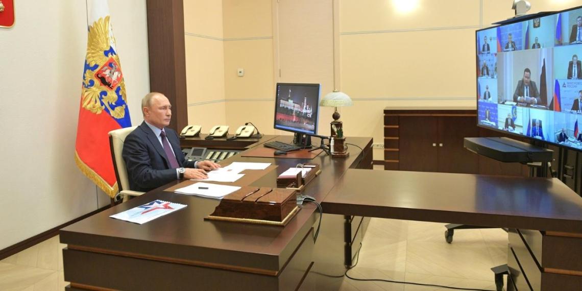 Как снимать ограничения, кому еще помочь и где узнать о льготах - самое важное из совещания Путина с правительством