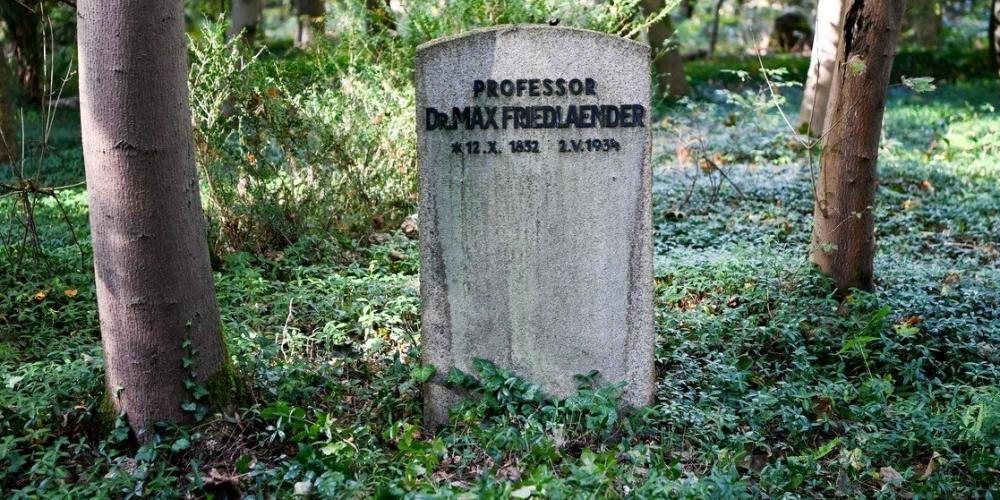 В Германии неонациста похоронили в еврейской могиле