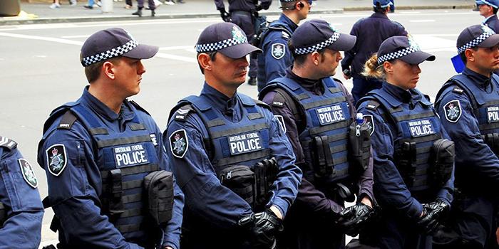 США в срочном порядке отзывает своих полицейских из Украины