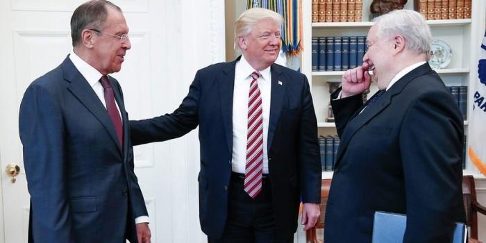Трамп рассказал Лаврову о планах ИГ взорвать пассажирский лайнер