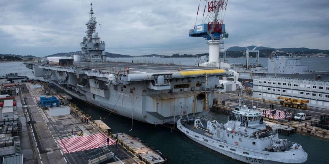На флагмане ВМС Франции диагностировали коронавирус у 668 моряков