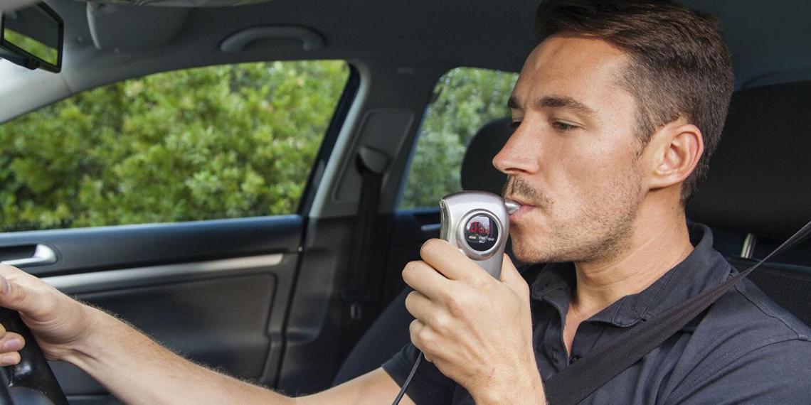 Минпромторг готовится к массовому введению автомобильных алкозамков