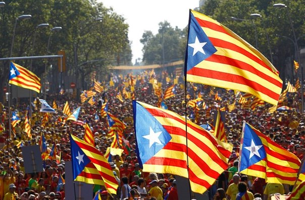 Каталонский референдум: власти Испании наводнили регион полицией и обвиняют Барселону в экстремизме