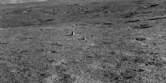 """Китай нашел торчащий из почвы """"монолит"""" на темной стороне Луны"""