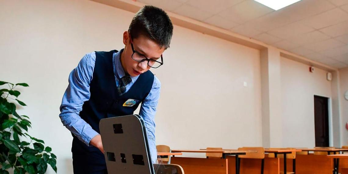 """Сибирский школьник изобрел """"умный стул"""" для поддержания правильной осанки"""