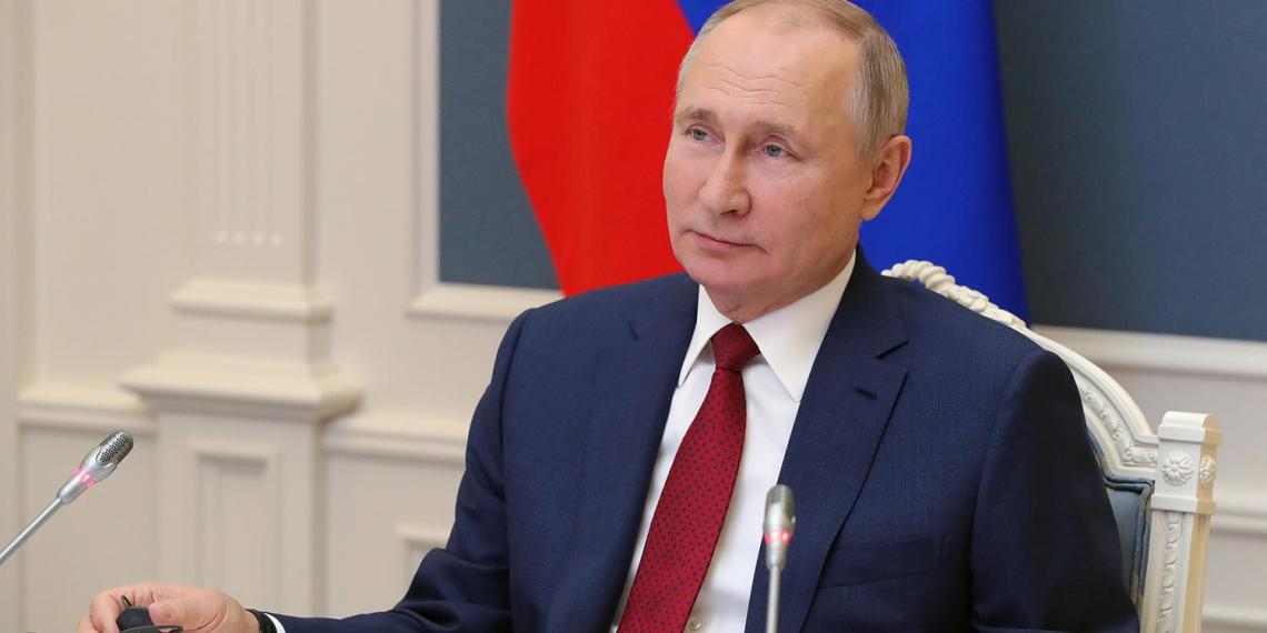 """Путин поддержал идею конкурса """"Учитель будущего"""" о запуске треков для управленцев сферы образования"""