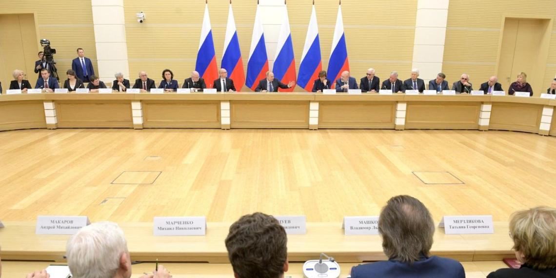 Баталина рассказала президенту об общественной инициативе закрепить в Конституции защиту традиционных семейных ценностей