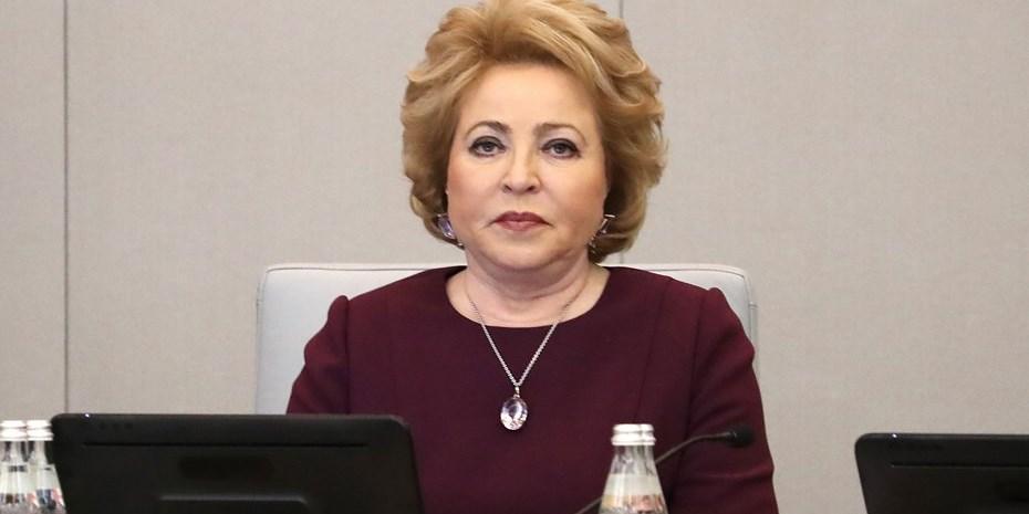 Матвиенко пришла на заседание Совфеда в гипсе