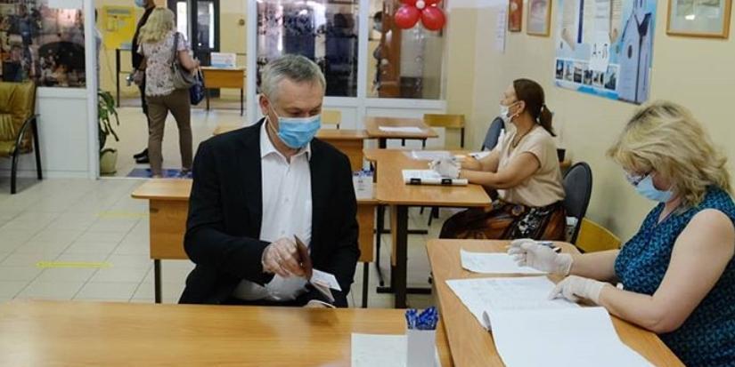"""""""Это важное событие для всех нас"""": Травников принял участие в голосовании по поправкам к Конституции"""