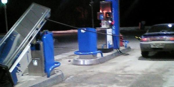 Омич попытался увезти с заправки бензоколонку